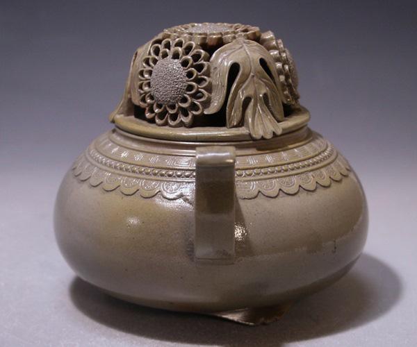 人間国宝、無形文化財等、備前焼の有名作家による個性溢れる作品を一堂に展示しています。